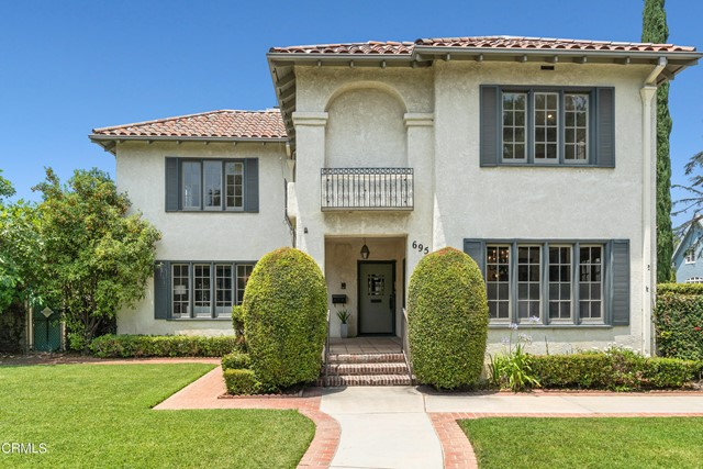 695 Lakewood Place, Pasadena CA: http://media.crmls.org/mediaz/EA730956-A0C5-4643-9125-0FE9EBE41140.jpg