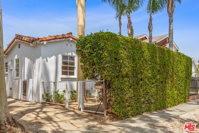643 Vernon Ave, Venice, CA 90291 photo 2