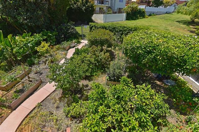 1092 Evergreen, San Diego CA: http://media.crmls.org/mediaz/EB24200A-012F-485D-ADA3-6310301FE992.jpg