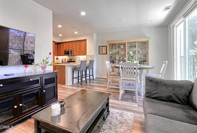 437 Castiano Street, Camarillo CA: http://media.crmls.org/mediaz/EB5A3B44-647E-4CB1-B934-7B9588A78149.jpg