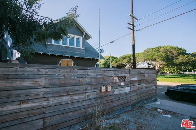 47 Clubhouse Ave, Venice, CA 90291 photo 2
