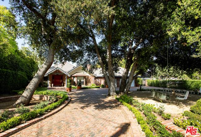 Photo of 16937 Magnolia Boulevard, Encino, CA 91316
