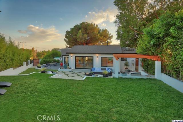 5043 Ramsdell Avenue, La Crescenta CA: http://media.crmls.org/mediaz/EC8D22C9-5A4B-4D08-ABD3-23EC0EDEC0FF.jpg