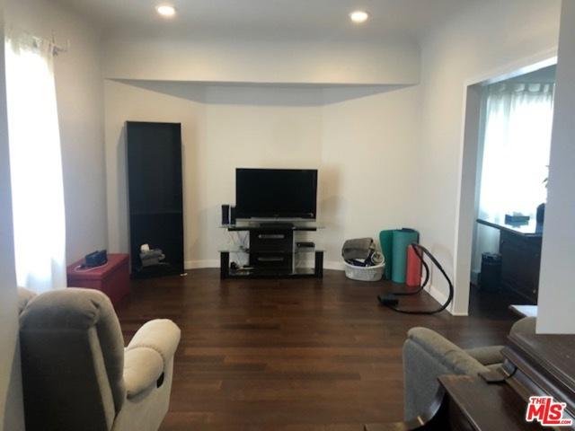 3520 E 6Th Street, Los Angeles CA: http://media.crmls.org/mediaz/ED229D27-87EA-4F43-A48F-AB0C6677FA68.jpg