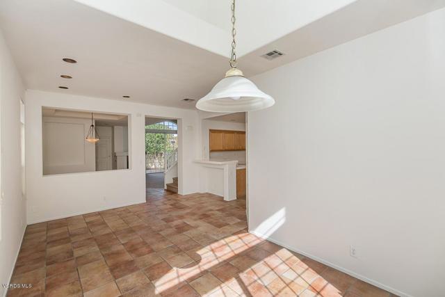 326 Avenida De Royale, Thousand Oaks CA: http://media.crmls.org/mediaz/EDAC56F9-97CA-4272-A934-32A9E9A70D03.jpg