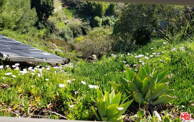 1555 Reseda Boulevard, Pacific Palisades CA: http://media.crmls.org/mediaz/EDD93B53-D226-44CF-8F84-C3236EB3ACCC.jpg