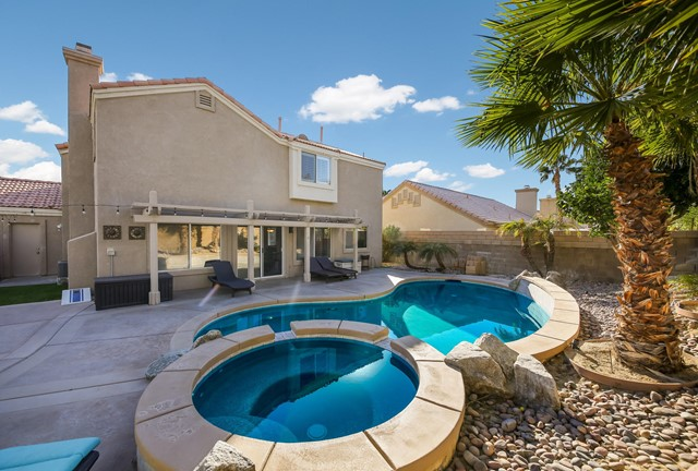 79320 Desert Wind Court, La Quinta CA: http://media.crmls.org/mediaz/EE0AECA4-B6A3-4E53-857D-A803EBEDD75B.jpg