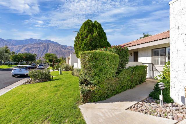 2228 Sunshine Circle, Palm Springs CA: http://media.crmls.org/mediaz/EE159122-E242-406F-B018-5D6DA5B3D8E1.jpg