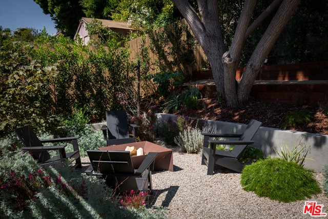 5044 Inadale Avenue, Los Angeles CA: http://media.crmls.org/mediaz/EEE6FECA-55D6-4EAF-9A2A-FC47B0D5F2A4.jpg