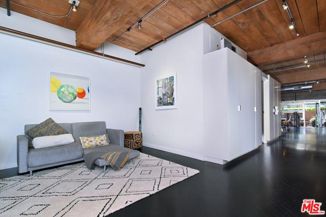 530 S HEWITT Street, Los Angeles CA: http://media.crmls.org/mediaz/EF63048E-963E-4052-BE29-89A02DA74F7E.jpg