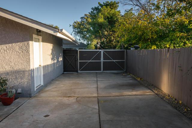 1089 Waverly Heights Drive, Thousand Oaks CA: http://media.crmls.org/mediaz/EFB8DD9E-D9B0-468B-93AE-AE483B83E4CB.jpg