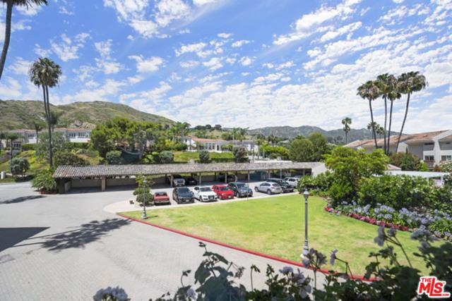 23926 De Ville Way, Malibu CA: http://media.crmls.org/mediaz/F0D4E41F-FB55-45EC-B45B-375CC2FE2DC0.jpg