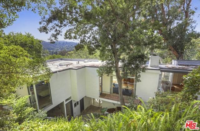 3246 Primera Avenue, Los Angeles CA: http://media.crmls.org/mediaz/F0E3180E-E2B6-4E98-9506-175B612A7DE8.jpg