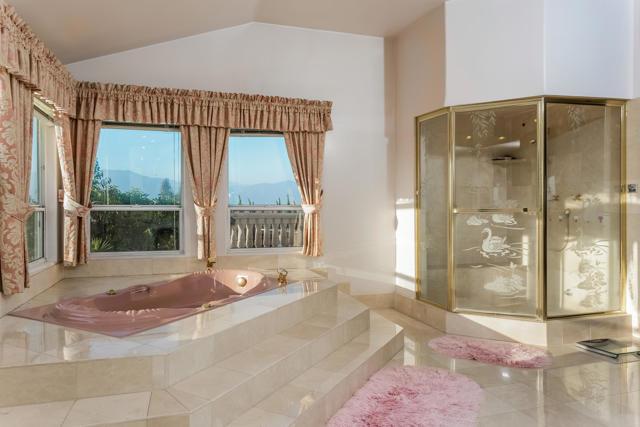 房产卖价 : $159.00万/¥1,094万