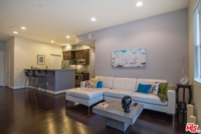 Condominium for Rent at 4820 Bellflower Avenue North Hollywood, California 91601 United States