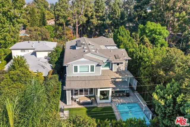 4053 Laurelgrove Avenue, Studio City CA: http://media.crmls.org/mediaz/F2C70B22-8AC0-437E-A7C4-EB99EFB235E5.jpg