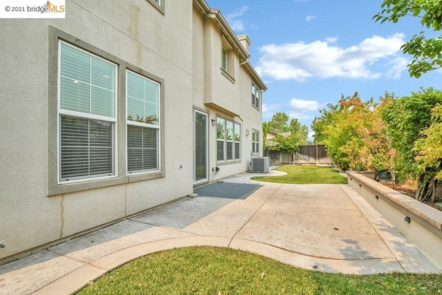 161 Coral Bell Way, Oakley CA: http://media.crmls.org/mediaz/F2F9310D-8A0D-43CF-A8A5-E4C2E85C1C5C.jpg
