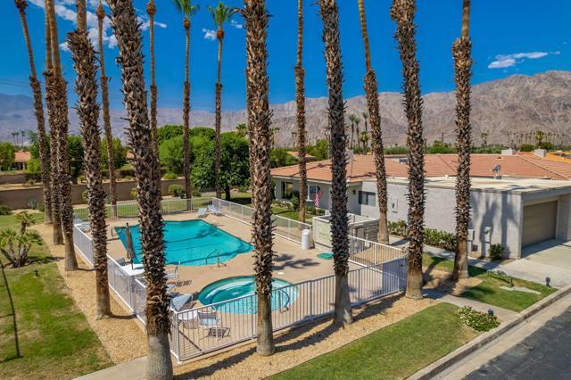 78181 Lago Drive, La Quinta CA: http://media.crmls.org/mediaz/F32B6328-AE88-4AF3-913E-FB470C94FA7A.jpg