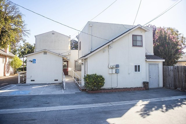 940 San Benito Street, Hollister CA: http://media.crmls.org/mediaz/F39AAE10-F5EF-469F-A054-1FBA7B3D50D8.jpg