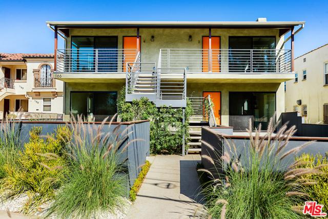 1166 S Cochran Avenue, Los Angeles CA: http://media.crmls.org/mediaz/F3C4D4E7-A40D-4AB4-ACC8-B4AF647424AD.jpg