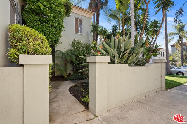 1020 S ALFRED Street, Los Angeles CA: http://media.crmls.org/mediaz/F3ED9C01-3962-4DA7-808D-3AD41B949679.jpg
