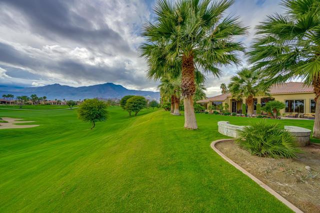 81155 Legends Way, La Quinta CA: http://media.crmls.org/mediaz/F42D8AB8-FFB0-400C-9FE7-4CFC15280BA1.jpg
