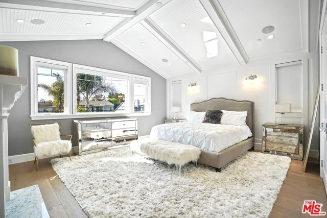 4053 Laurelgrove Avenue, Studio City CA: http://media.crmls.org/mediaz/F463EC15-8F96-49EA-838D-75AD222275C7.jpg