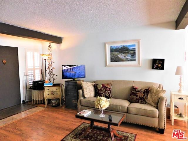 940 E 3Rd Street, Long Beach CA: http://media.crmls.org/mediaz/F4A92034-4BBC-475B-B2EA-58F1140DA146.jpg