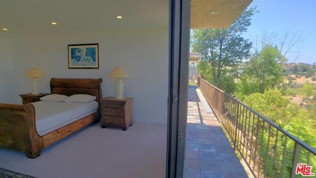 3873 Beverly Ridge Drive, Sherman Oaks CA: http://media.crmls.org/mediaz/F4DA01BB-9028-473D-BAF1-AA8D37D114C0.jpg
