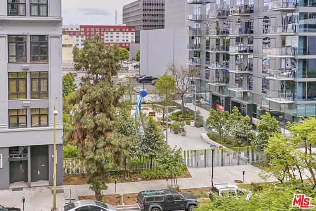 1111 S GRAND Avenue, Los Angeles CA: http://media.crmls.org/mediaz/F5874EB0-437D-41D4-93DA-6994D5662F56.jpg