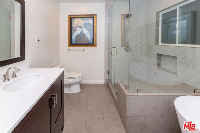 6652 WHITLEY Terrace, Los Angeles CA: http://media.crmls.org/mediaz/F5AA9FF2-A953-4858-AC09-11CAEBDEF7EF.jpg