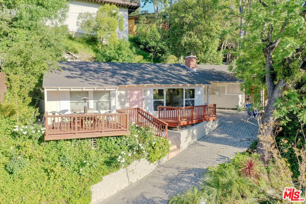 15278 Encanto Drive #  Sherman Oaks CA 91403