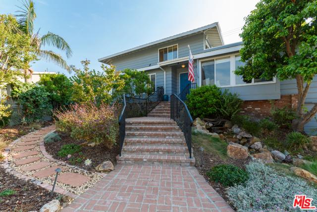 7001 Rindge Avenue, Playa del Rey CA: http://media.crmls.org/mediaz/F662CA2B-AF8E-4989-B420-13E5D43F2EDA.jpg