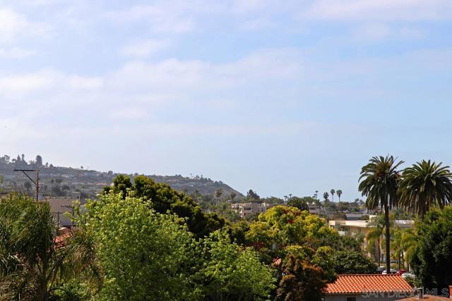 7811 Eads Avenue, La Jolla CA: http://media.crmls.org/mediaz/F68A8341-443D-41B0-A884-A55384882015.jpg