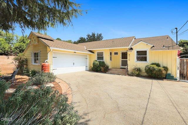 9716 Helen Avenue, Shadow Hills CA: http://media.crmls.org/mediaz/F6A9543A-BC49-488F-BA36-C3D3B68492A1.jpg