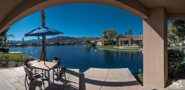 125 Lake Shore Drive, Rancho Mirage CA: http://media.crmls.org/mediaz/F6EB34A3-6570-4D91-9B74-1442DA3CF396.jpg
