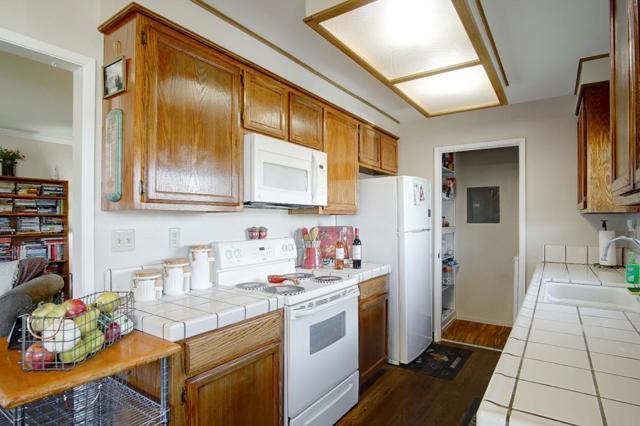 1063 Riker Street, Salinas CA: http://media.crmls.org/mediaz/F6FC4387-9C9F-422E-B112-D14CED55D8E9.jpg