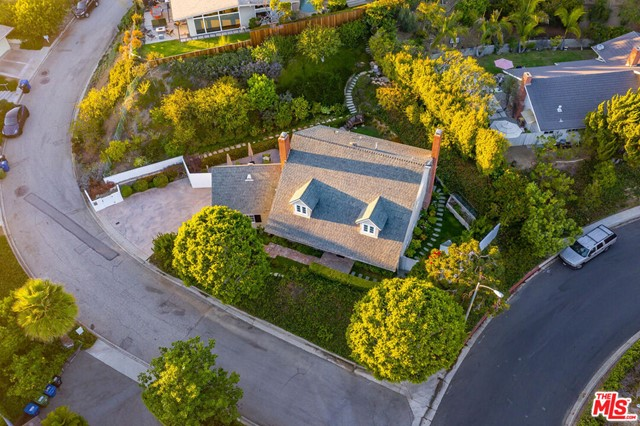 1100 Las Pulgas Place, Pacific Palisades CA: http://media.crmls.org/mediaz/F7666040-5F65-4C1D-BB4E-1AFC3FBF301C.jpg