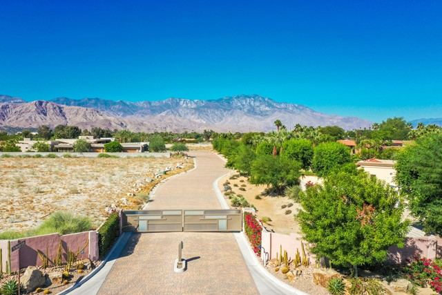 7 Mountain Vista Court, Rancho Mirage CA: http://media.crmls.org/mediaz/F7BEB9A2-34DB-484F-A26B-4C3117D42BB9.jpg