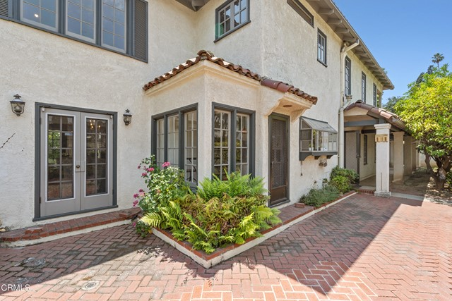 695 Lakewood Place, Pasadena CA: http://media.crmls.org/mediaz/F7CD0929-786D-4D46-B0CD-FE3ABFACBDE7.jpg