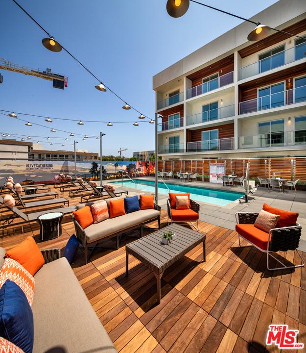 800 Colorado Avenue, Santa Monica CA: http://media.crmls.org/mediaz/F7E06F5C-1E3D-4B2F-9270-96E62EA5DE9B.jpg