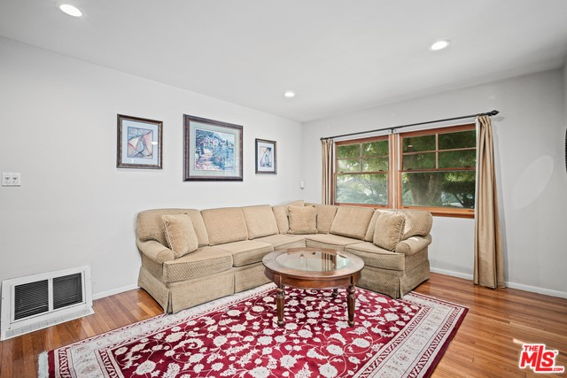 3390 Federal Ave, Los Angeles, CA 90066 photo 4