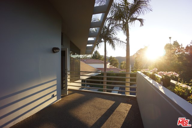 1425 MONTE GRANDE Place, Pacific Palisades CA: http://media.crmls.org/mediaz/F8095FA8-030F-4CDF-B8FB-7FCE7F2D2A98.jpg