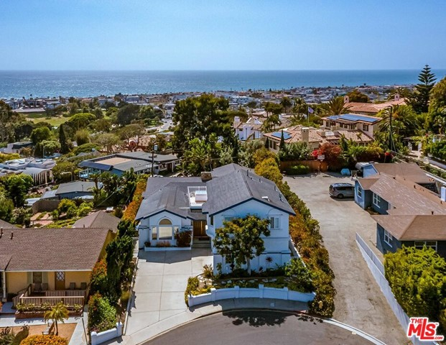 2839 El Oeste Dr, Hermosa Beach, CA 90254 photo 2