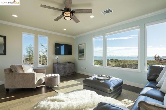 60 Waterline Pl, Torrance, California 94801, 3 Bedrooms Bedrooms, ,2 BathroomsBathrooms,Condominium,For Sale,Waterline Pl,40938789