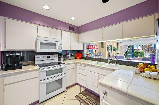 369 Wimbledon Drive, Rancho Mirage CA: http://media.crmls.org/mediaz/F887693E-2E9A-46F4-B8F3-4A7377AC6068.jpg