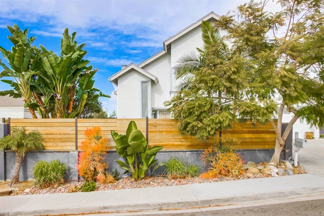 Detail Gallery Image 1 of 56 For 1628 Shields Ave, Encinitas,  CA 92024 - 5 Beds | 3/1 Baths