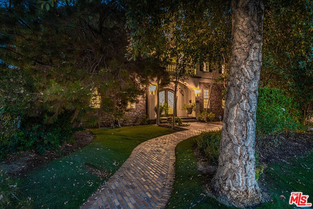 Photo of 6002 Allott Avenue, Valley Glen, CA 91401