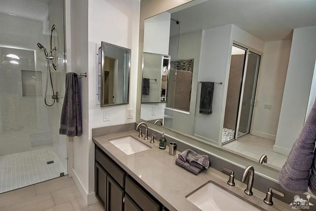 125 Lake Shore Drive, Rancho Mirage CA: http://media.crmls.org/mediaz/FA062B22-A00C-40B5-A91C-53E82C1665DD.jpg