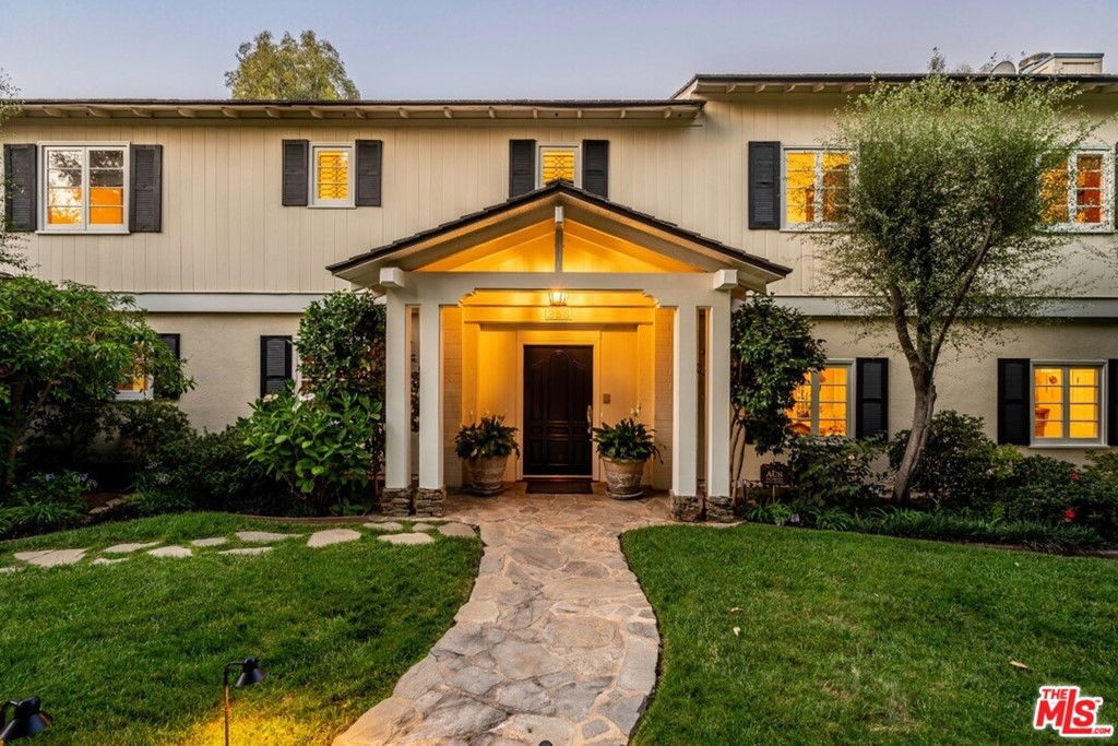 256 N Barrington Avenue #  Los Angeles CA 90049